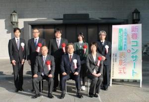 田中副市長(前列中央)との記念撮影(鍋島美奈子 准教授:前列右)