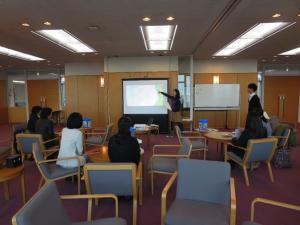 自分の両立したいことを紹介する 支援室学生スタッフ・澤田彩さん(経営学研究科)